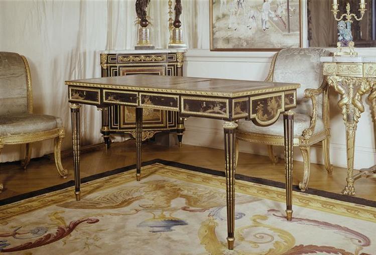 Meubles chateau bellevue for Le louvre interieur